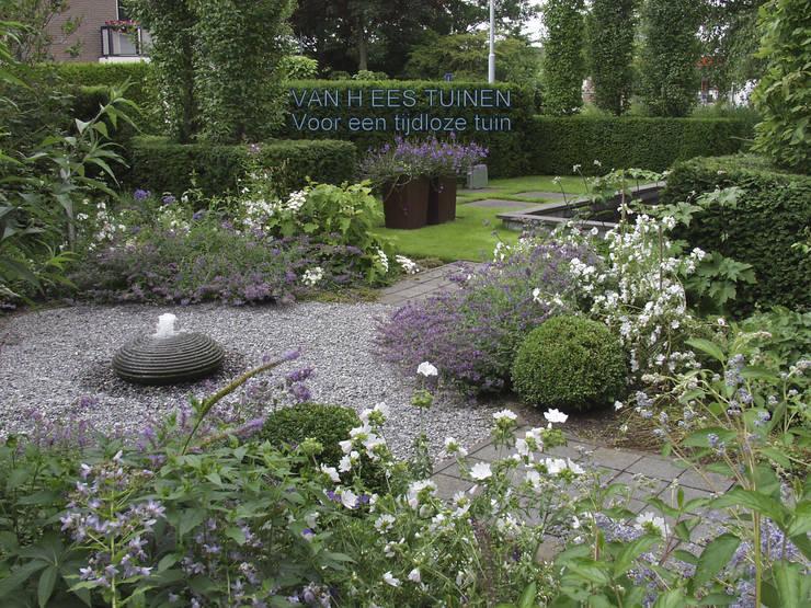 Sfeer in de Tuin :  Tuin door VAN HEES TUINEN , Landelijk