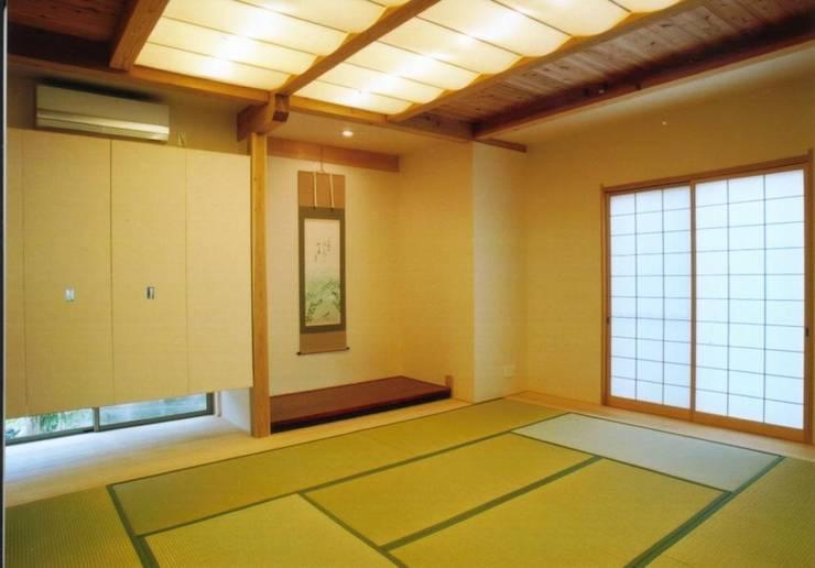 和歌山の家 モダンデザインの 多目的室 の 株式会社 atelier waon モダン