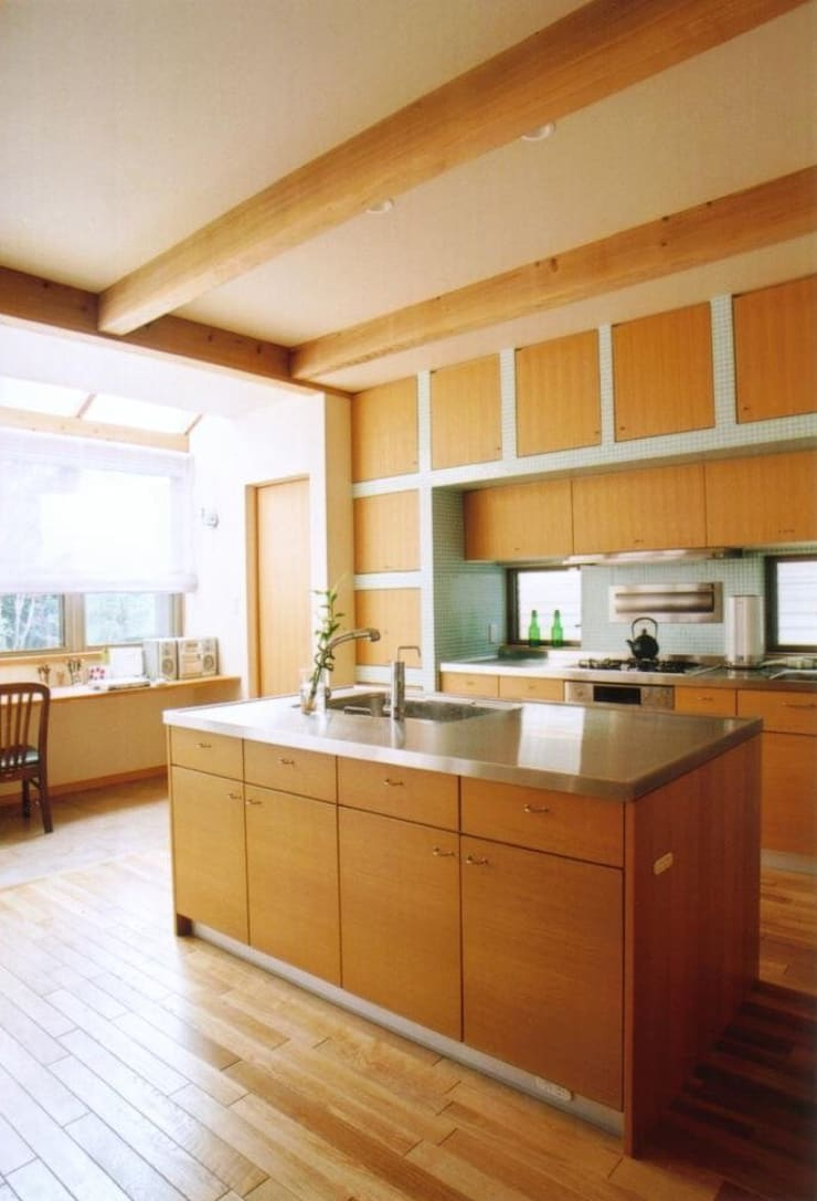 和歌山の家 モダンな キッチン の 株式会社 atelier waon モダン