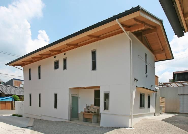 窯元の家N邸、3世代とネコの家族のために新しい空間へ!!: アンドウ設計事務所が手掛けた家です。