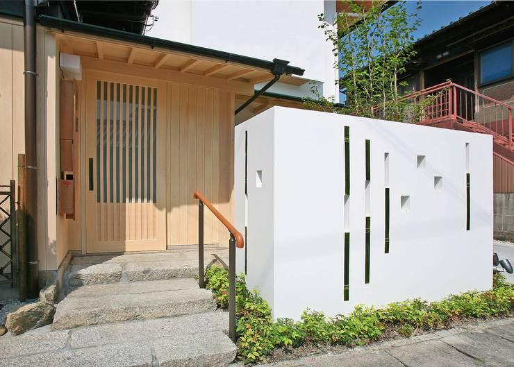 エントランス: アンドウ設計事務所が手掛けたサンルームです。