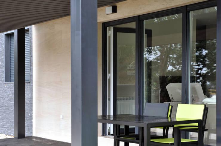 Rumah oleh Casas Cube, Modern