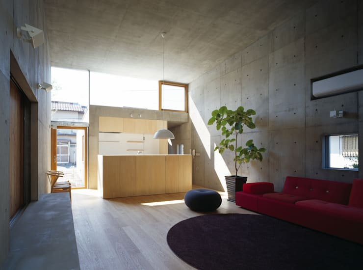 Living room by 桐山和広建築設計事務所