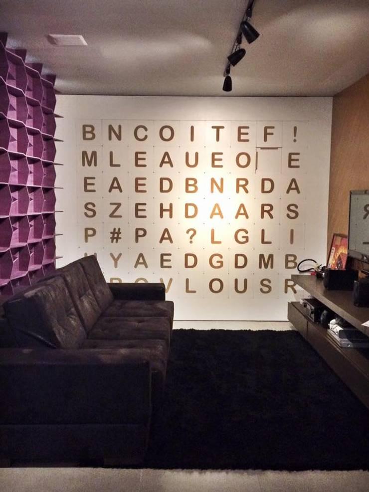 Showroom Joinville: Salas de estar  por Cembrani móveis