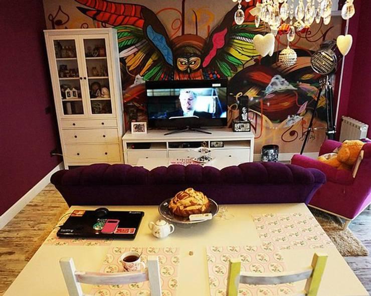 Дизайн интерьера кухни-гостиной на Кавалерийской: Гостиная в . Автор – MARIA MELNICOVA студия SIERRA, Эклектичный