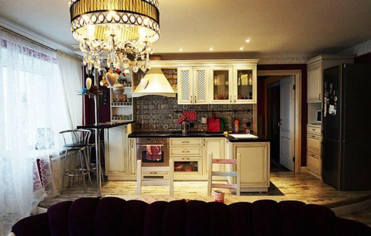 Дизайн интерьера кухни-гостиной на Кавалерийской: Кухни в . Автор – MARIA MELNICOVA студия SIERRA, Эклектичный