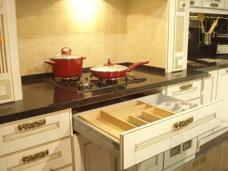 Кухня Прованс: Кухня в . Автор – MARIA MELNICOVA студия SIERRA,