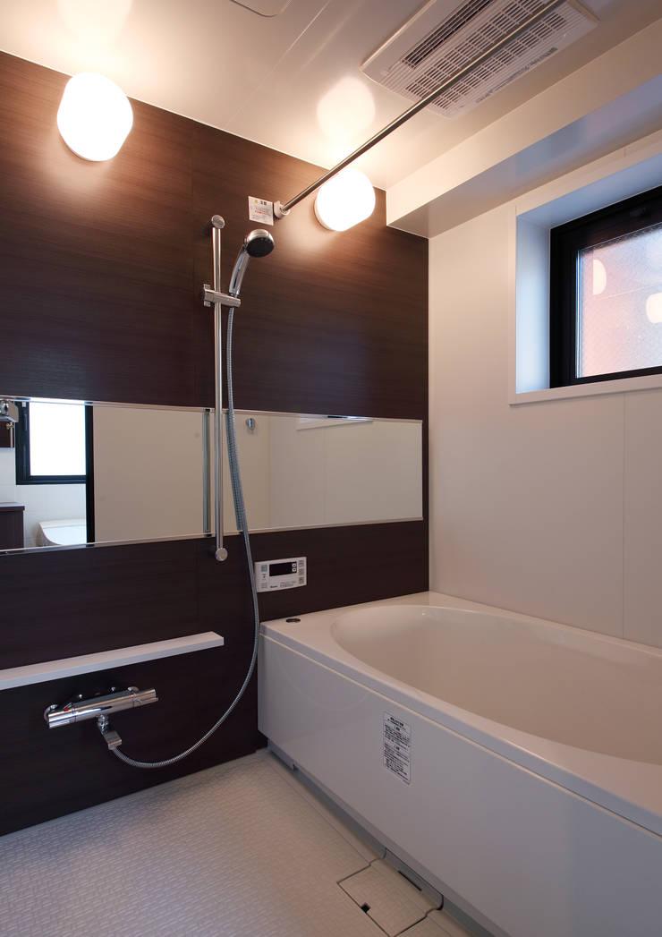 白山の家: プランニングシステム株式会社が手掛けた浴室です。