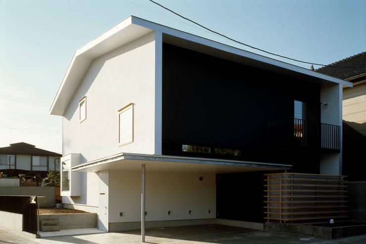 Häuser von 桐山和広建築設計事務所, Modern