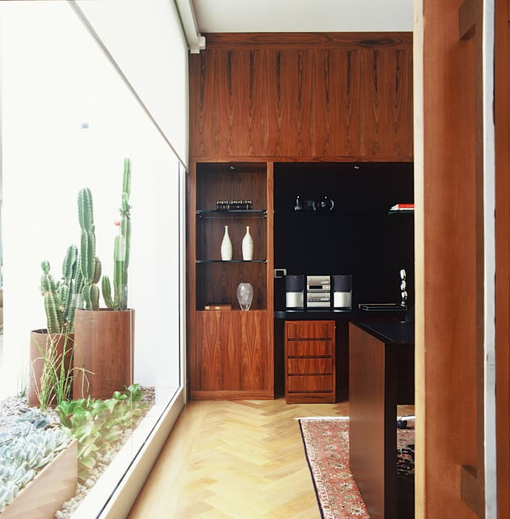 Residência Morumbi: Salas de estar modernas por GRACIELA PIÑERO ARQUITETURA E DECORAÇÃO