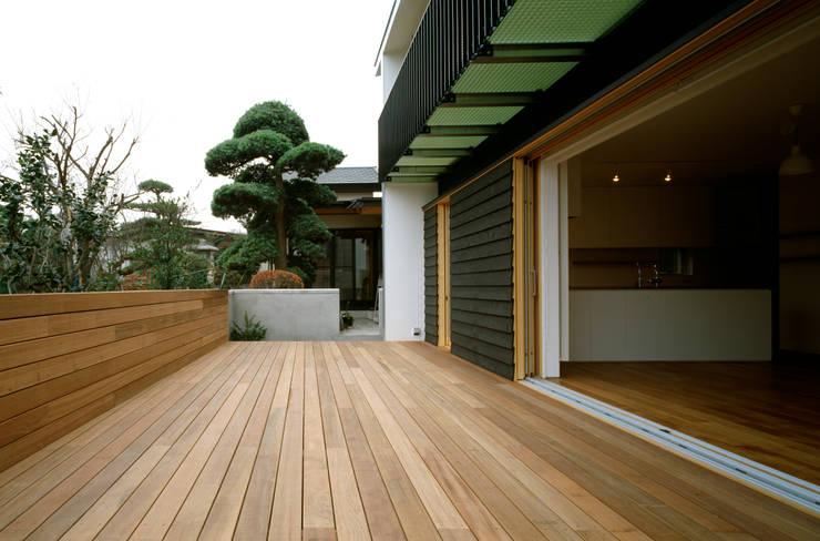Terrasse von 桐山和広建築設計事務所, Modern