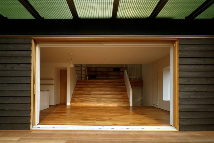 八幡町の家: 桐山和広建築設計事務所が手掛けた窓です。,