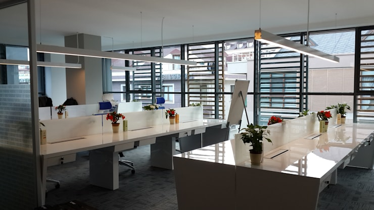 ATOLYE 25 MİMARLIK – Alt kattaki çalışma alanları:  tarz Ofis Alanları & Mağazalar