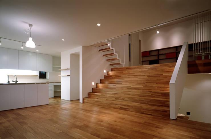 Flur & Diele von 桐山和広建築設計事務所, Modern