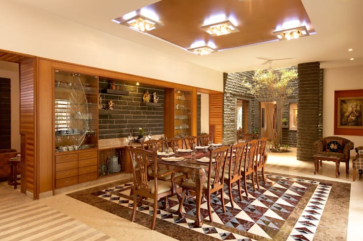 Residence Sangeeta:  Dining room by Kumar Consultants