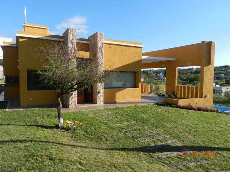 Casas modernas por ART quitectura + diseño de Interiores. ARQ SCHIAVI VALERIA