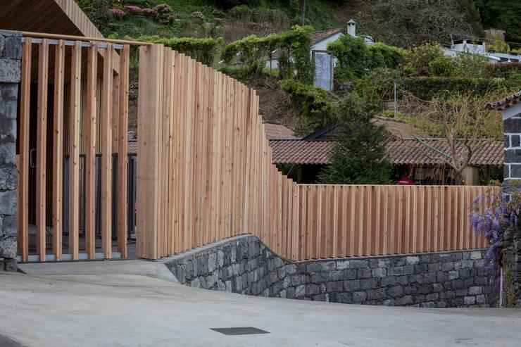 Piscinas de estilo  de Monteiro, Resendes & Sousa Arquitectos lda., Minimalista