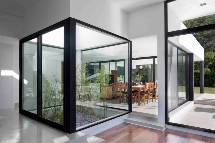 modern Garden by Remy Arquitectos