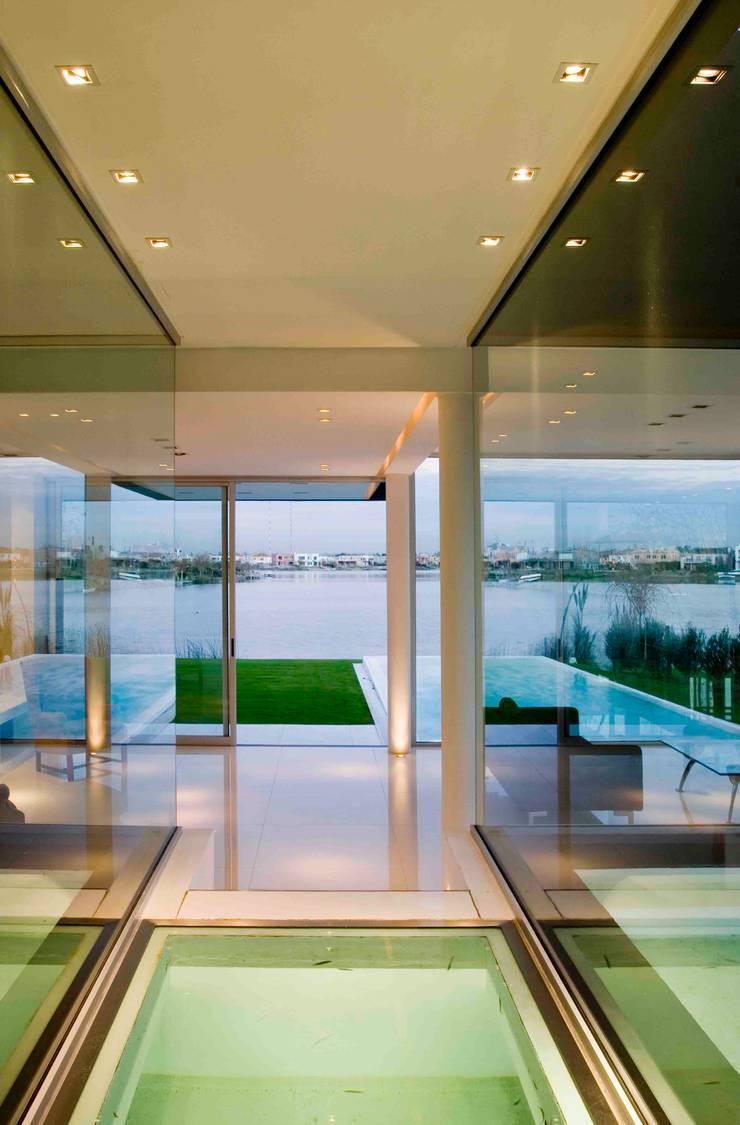Ruang Keluarga oleh Remy Arquitectos, Modern