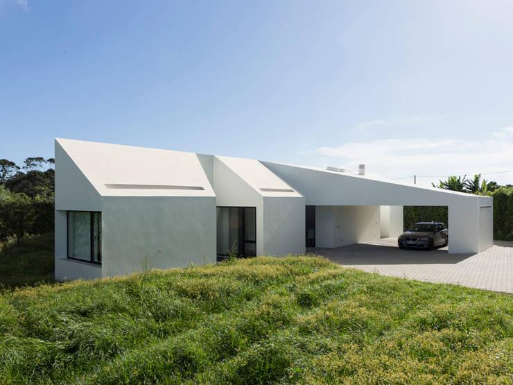 Flur & Diele von Monteiro, Resendes & Sousa Arquitectos lda.