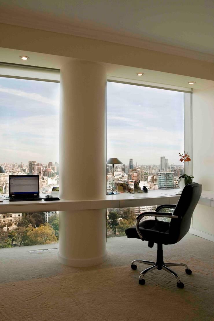 Departamento Jardín Japonés: Estudios y oficinas de estilo moderno por Remy Arquitectos