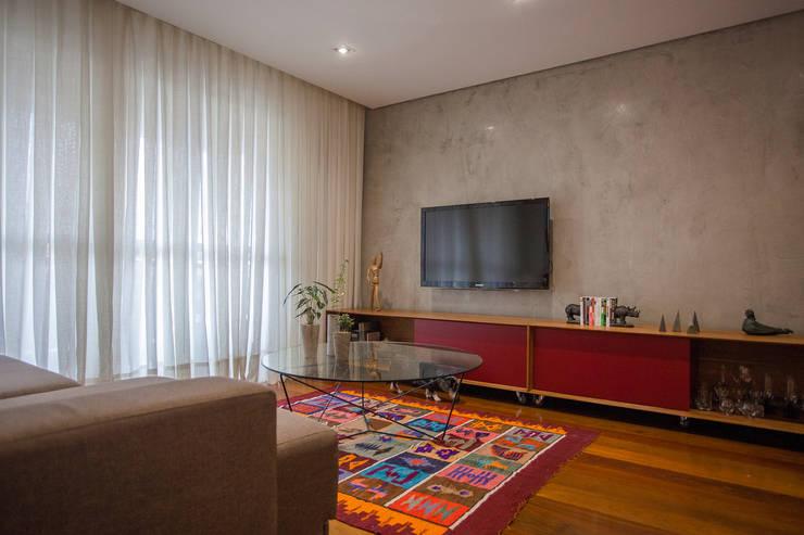 Salones de estilo  de F studio arquitetura + design, Moderno