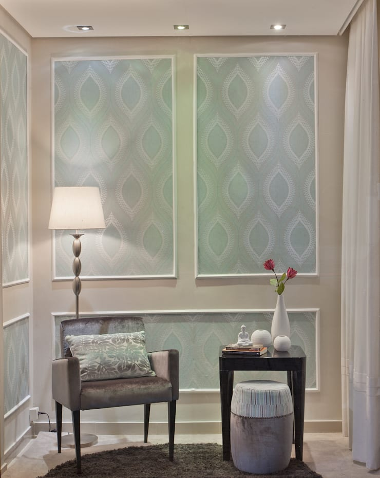 Vitrine para a loja Santa Rita House Decor: Salas de estar  por Amanda Fernandes Design de Interiores