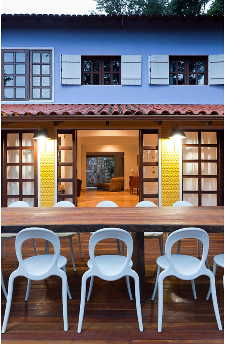Casa Retiro do Chalé: Casas  por MMMundim Arquitetura e Interiores