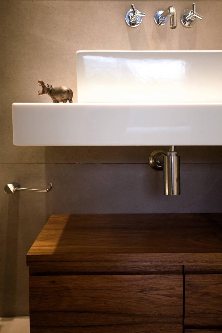 Apartamento FR: Banheiro  por F studio arquitetura + design,
