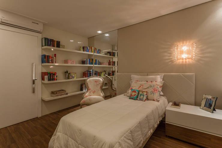 Residência Planalto: Quartos  por Estela Netto Arquitetura e Design
