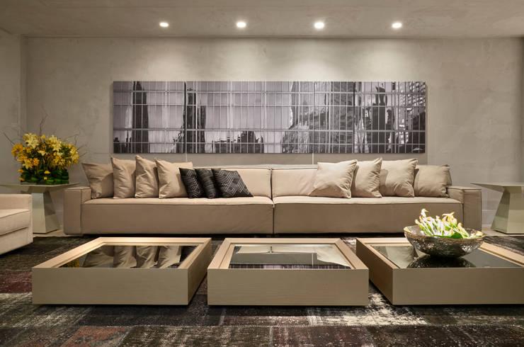 Decora Líder Brasília – Showroom: Salas de estar  por Lider Interiores