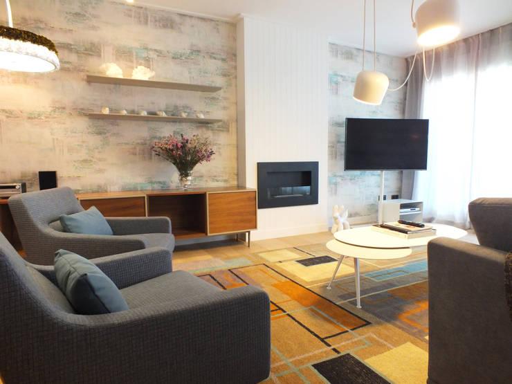 Apartamento de vacaciones en Sanxenxo, Galicia.: Salones de estilo  de Oito Interiores