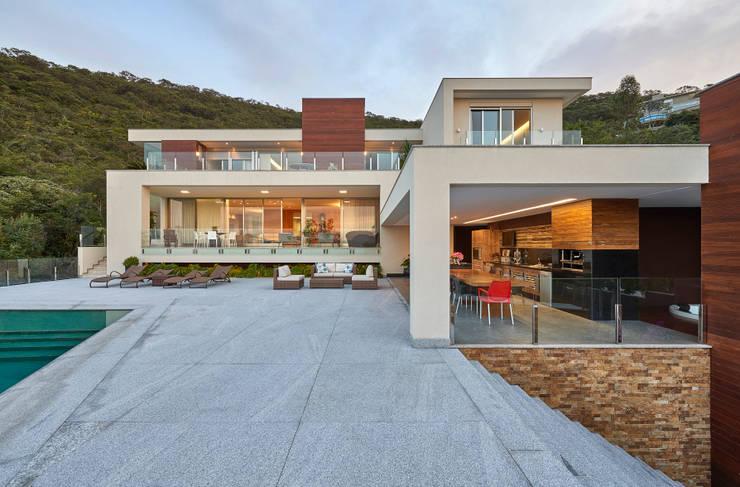 Maisons de style de style Moderne par Márcia Carvalhaes Arquitetura LTDA.