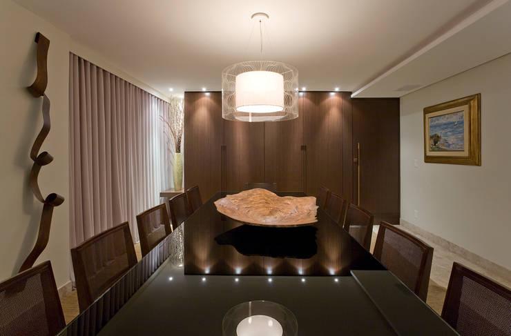 Dining room by Isabela Canaan Arquitetos e Associados, Modern