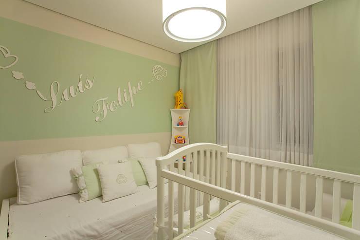 Nursery/kid's room by Isabela Canaan Arquitetos e Associados, Modern