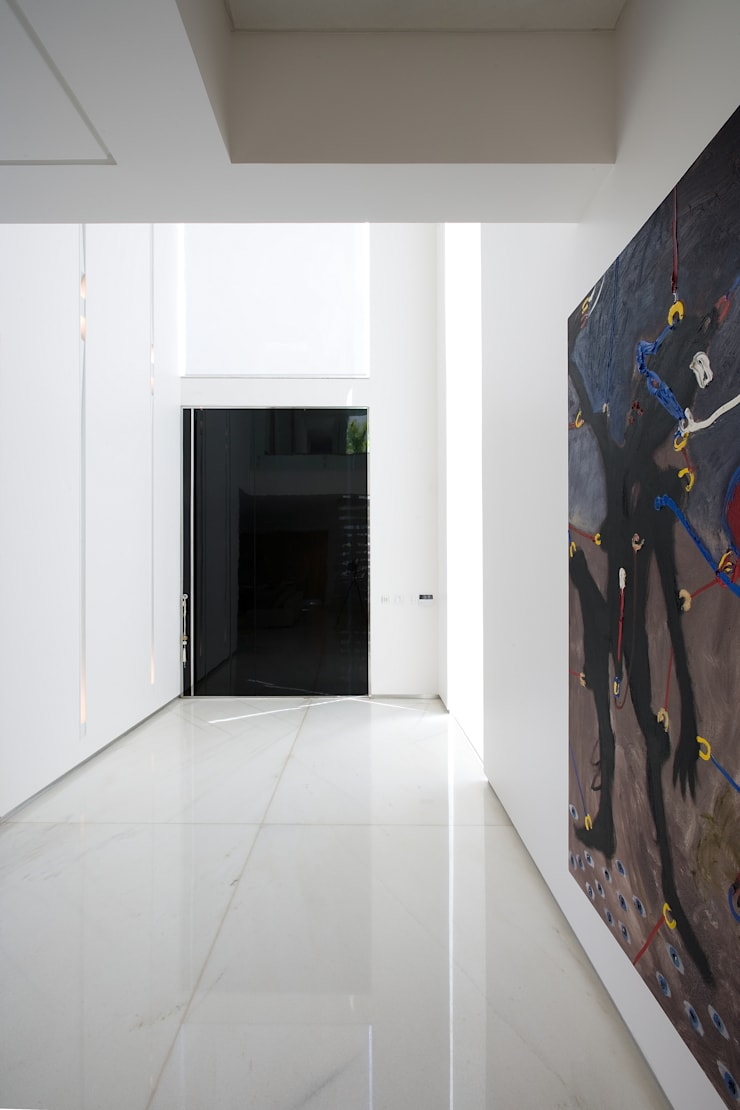 Casa Belvedere: Corredores e halls de entrada  por Márcia Carvalhaes Arquitetura LTDA.