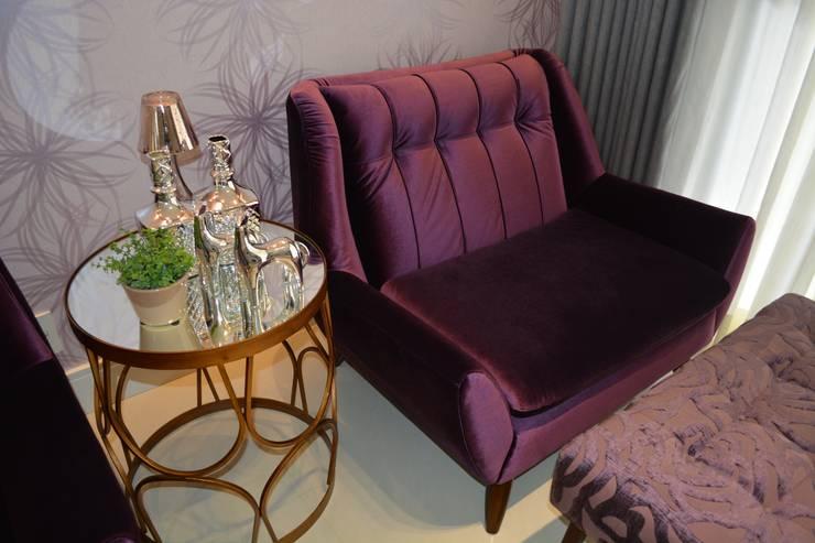 APARTAMENTO 143: Salas de estar  por ViKasa arquitetura e interiores