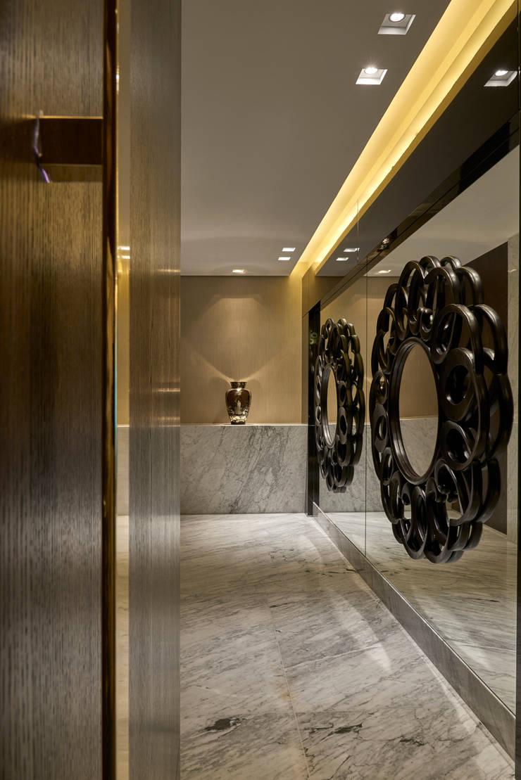 Apartamento MV: Corredores e halls de entrada  por Isabela Canaan Arquitetos e Associados,Moderno