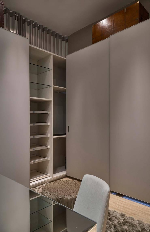 Decora Líder Belo Horizonte - Amsterdam Couple Bedroom: Closets  por Lider Interiores