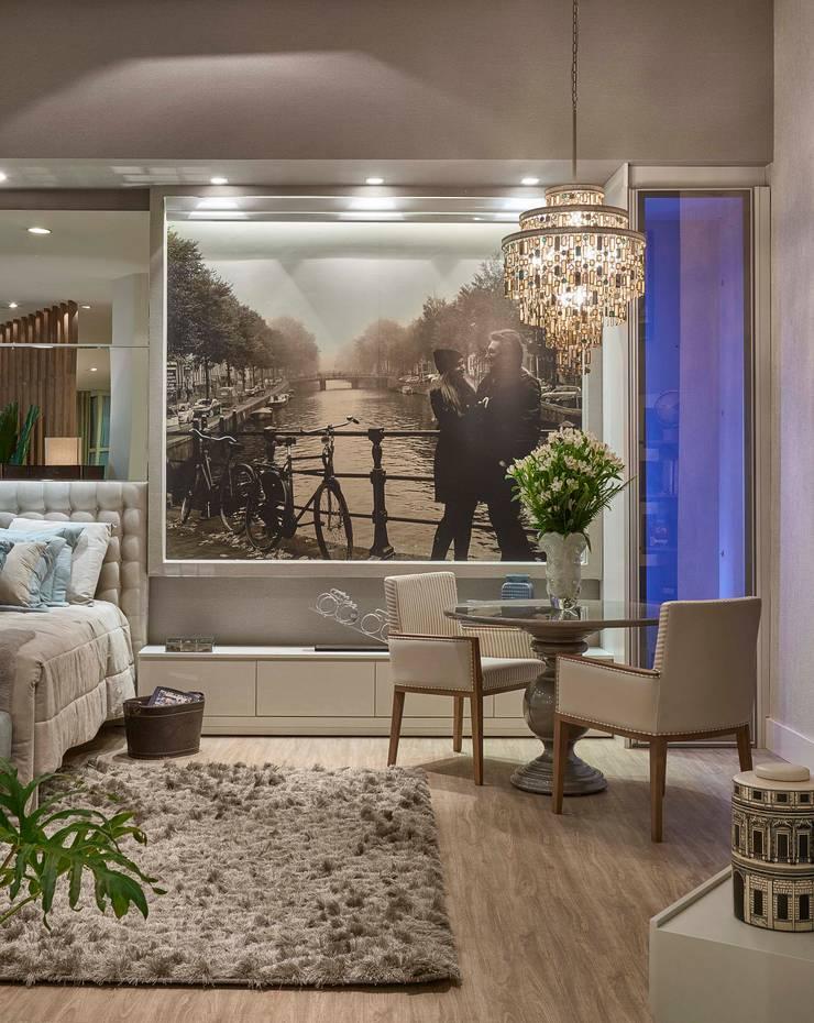 Decora Líder Belo Horizonte – Amsterdam Couple Bedroom: Salas de estar  por Lider Interiores