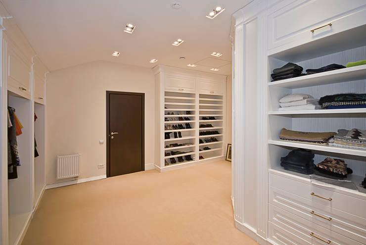 Просторная гардеробная: Гардеробная в . Автор – PM studio