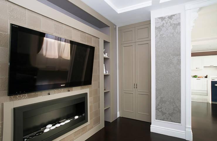 Шкаф для хранения в гостиной: Гостиная в . Автор – PM studio