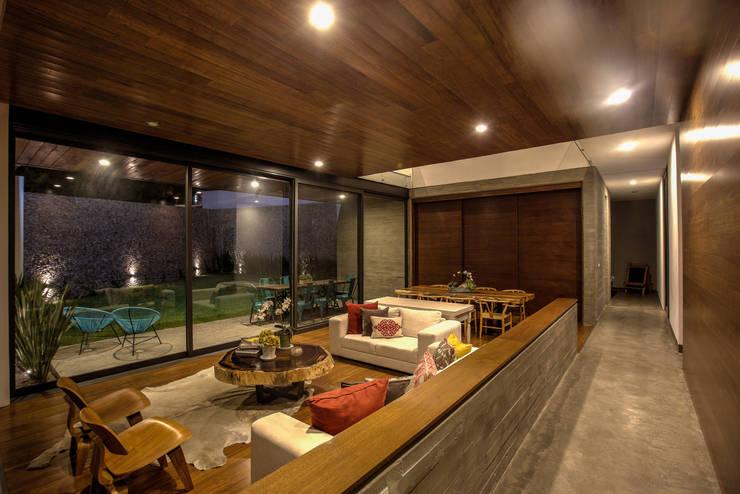 Salas / recibidores de estilo  por ze|arquitectura