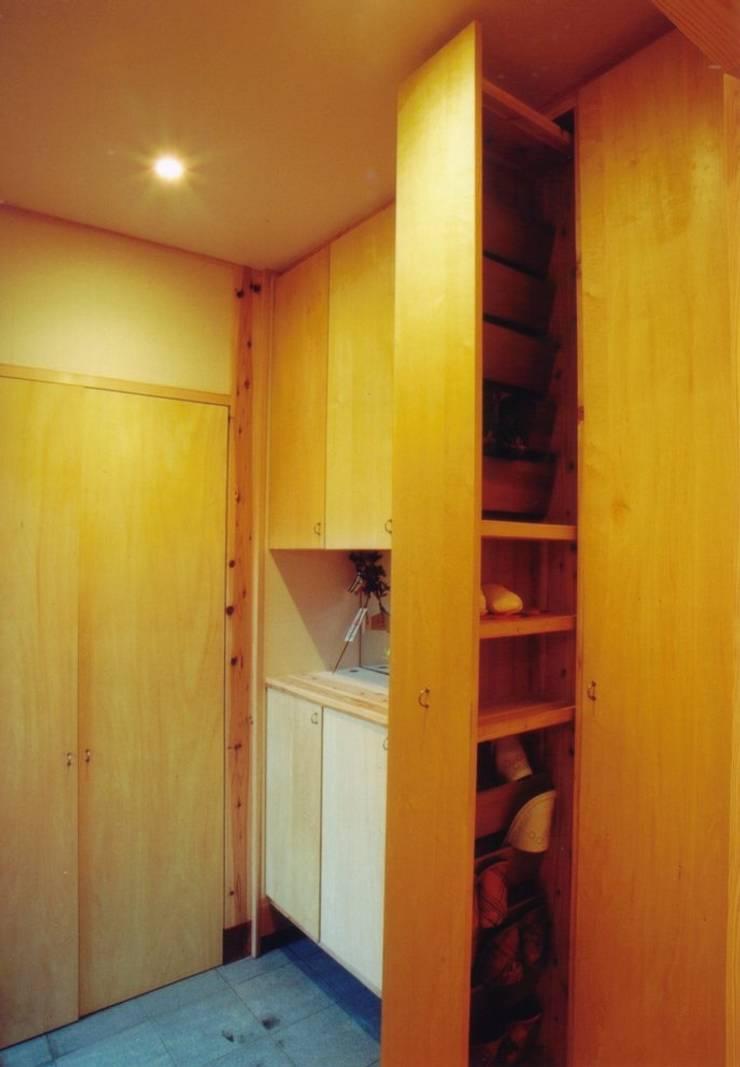 岸和田の家 モダンスタイルの 玄関&廊下&階段 の 株式会社 atelier waon モダン