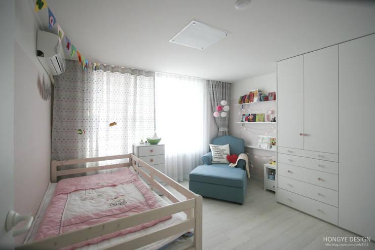 파스텔톤의 따뜻한 신혼집 _ 33py: 홍예디자인의  아이방
