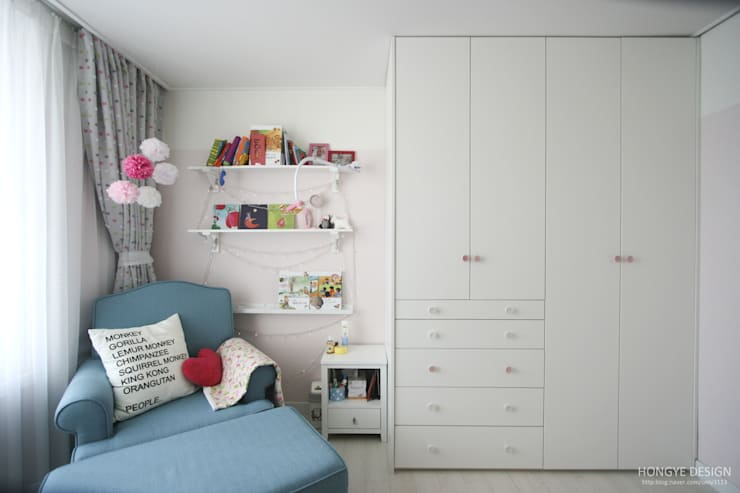 Nursery/kid's room by 홍예디자인