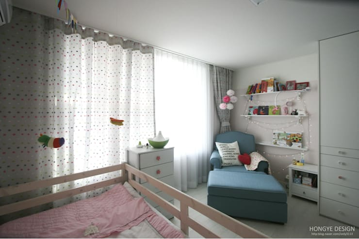 scandinavian Nursery/kid's room by 홍예디자인