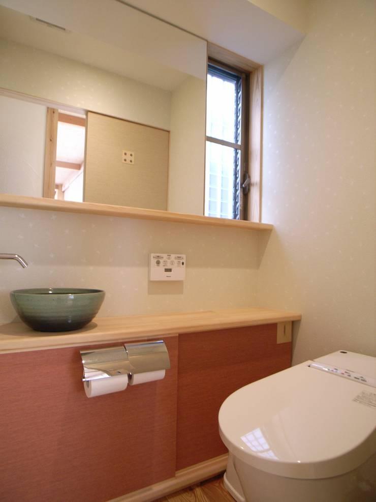 紀三井寺の家: 株式会社 atelier waonが手掛けた浴室です。