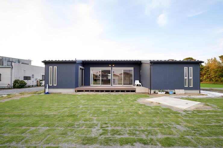 西海岸な平屋: 株式会社スタジオ・チッタ Studio Cittaが手掛けた家です。