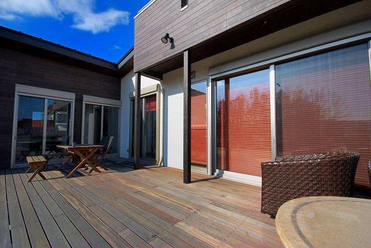プライベートテラスのある家: 一級建築士事務所  馬場建築設計事務所が手掛けたテラス・ベランダです。